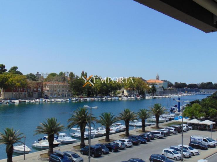 Stan F373 – Zadar, Branimirova obala