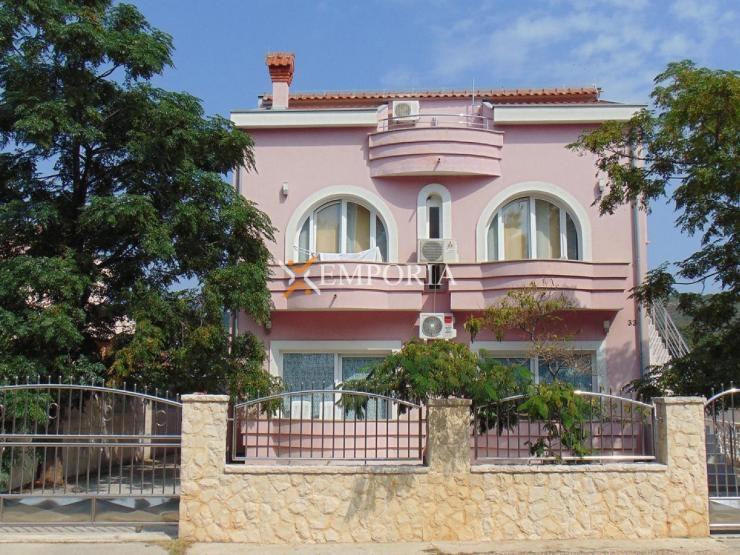 Kuća H348 – Sukošan